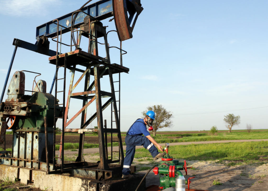 Small to mid-size operators experience challenges in remote oilfield monitoring.